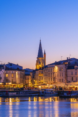 FRA11434AW France, Poitou Charentes, La Rochelle, Old Harbour and lantern tower at dusk