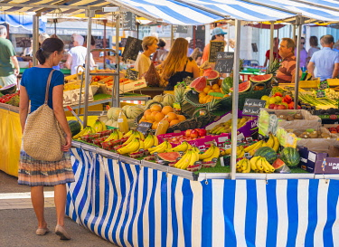 FRA11441AW France, Poitou Charentes, La Rochelle, Woman shopping in market (MR)
