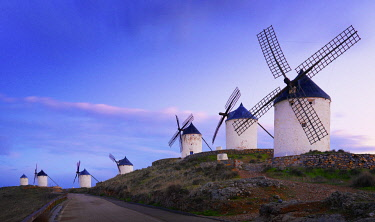 SPA9317AW Spain, Castile, La Mancha, Consuegra, Windmills at dusk