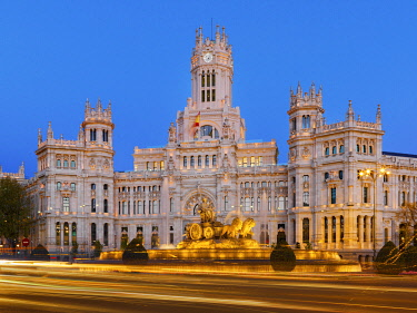 SPA9333AW Spain, Madrid. Plaza de Cibeles and town hall at dusk