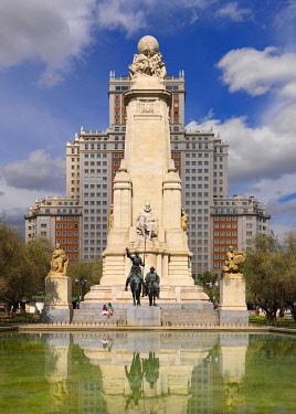 SPA9335AW Spain, Madrid, Plaza de Espana, Sculptures of Cervantes, Don Quixote and Sancho Panza (MR)