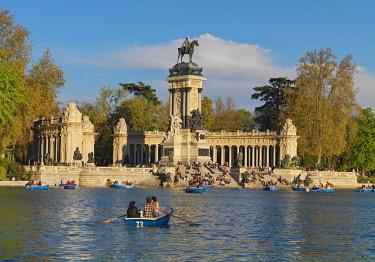 SPA9337AW Spain, Madrid, Monument to Alfonso XII, Buen Retiro Park