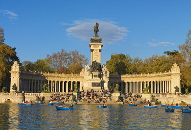 SPA9338AW Spain, Madrid, Monument to Alfonso XII, Buen Retiro Park