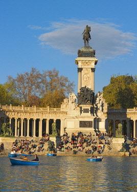 SPA9339AW Spain, Madrid, Monument to Alfonso XII, Buen Retiro Park