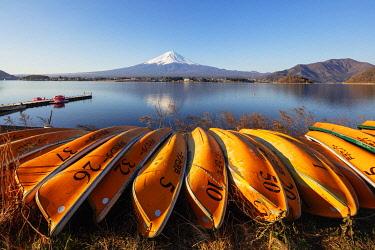JAP1818 Asia, Japan, Honshu, Yamanashi prefecture, Mt Fuji (3776m) - Unesco site, boats on Kawaguchiko lake