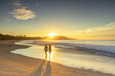 SRI2356AWRF Couple walking on Talalla beach at sunrise, Southern Province, Sri Lanka