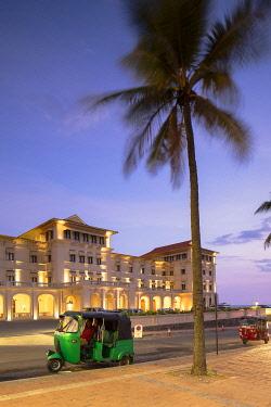 SRI2326AW Tuk tuks parked outside Galle Face Hotel at sunset, Colombo, Sri Lanka