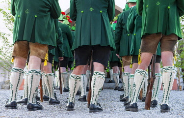 IBXHLI04876405 Mountain marksmen in traditional Bavarian costumes with Wadl stockings, Corpus Christi procession in Wackersberg, Isarwinkel, Tölzer Land, Upper Bavaria, Bavaria, Germany, Europe