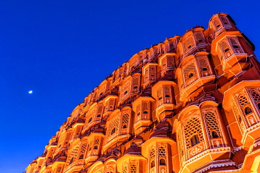 IBXKIP04286448 Facade of the Hawa Mahal, Palace of the Winds, at dusk with moon, Jaipur, Rajasthan, India, Asia