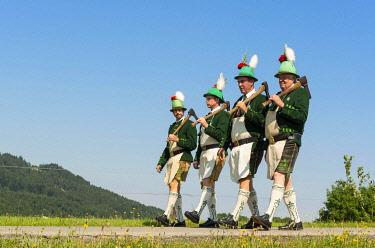 IBLHLI04876423 Mountain Riflemen, Corpus Christi Procession, Wackersberg, Isarwinkel, Tolzer Land, Upper Bavaria, Bavaria, Germany