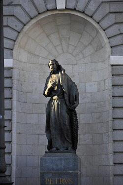 IBLIMW03933352 Statue, St. Peter with key, Almudena Cathedral, Madrid, Spain, Europe