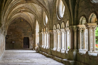 IBLJWL03887059 Romanesque cloisters at Abbaye de Fontfroide, Aude Department, Languedoc-Roussillon, France, Europe