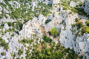 IBLJWL03887817 Ermitage Saint-Antoine de Galamus, Gorges de Galamus, Pyrénées-Orientales, Languedoc-Roussillon, France, Europe