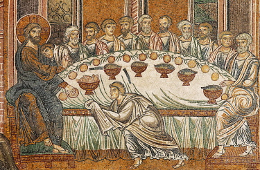 IBLKAS03908832 Jesus and his disciples during the Last Supper, Byzantine gold ground mosaics, Cathedral of Santa Maria Nuova, Monreale Cathedral, Monreale, Province of Palermo, Sicily, Italy, Europe