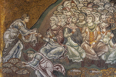 IBLKAS03908833 Jesus Feeds the Five Thousand, Byzantine gold ground mosaics, Cathedral of Santa Maria Nuova, Monreale Cathedral, Monreale, Province of Palermo, Sicily, Italy, Europe