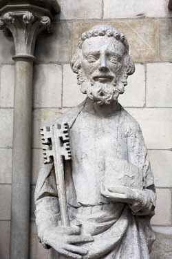 IBLKAS03950424 Saint Peter with key, sandstone figure on the facade, gothic cathedral of Rouen, Notre Dame Cathedral, Rouen, Seine-Maritime, Upper Normandy, France, Europe