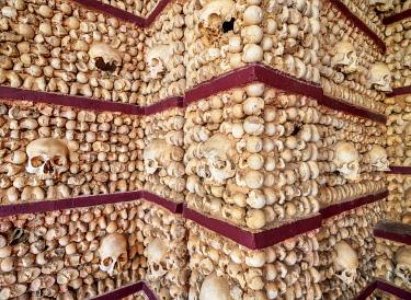 IBLKOZ04868871 Chapel of Bones, interior, Carmo Church, Faro, Algarve, Portugal, Europe