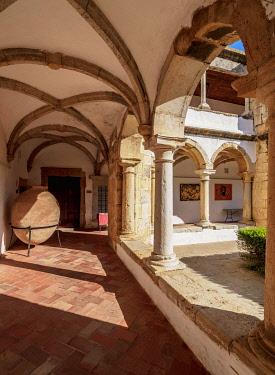 IBLKOZ04868985 Cloister of Monastery of Nossa Senhora da Assuncao, Faro, Algarve, Portugal, Europe