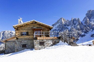 IBLLID04872438 Mountain hut in the snow, ski area San Martino di Castrozza, Dolomites, Trentino, South Tyrol, Italy, Europe