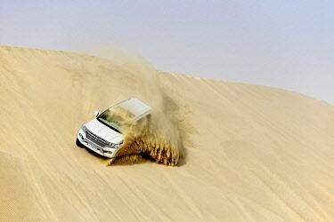 IBLNEX04860648 Jeep tour in the sandy desert, Dune-Bashing, Sealine Sand Dunes, Mesaieed, Doha, Qatar, Asia