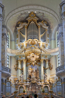 IBLPSF03960930 Interior and altar of the Church of Our Lady, Dresden, Saxony, Germany, Europe