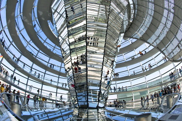 IBLUKR04850954 Interior view, dome of the Reichstag building, architect Sir Norman Foster, Germany, Berlin, Europe