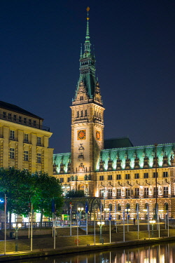 GER11823AW Hamburg Rathaus (City Hall) on Rathausmarkt at night, Altstadt, Hamburg, Germany