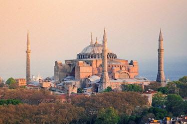 TUR1098AWRF Hagia Sofia (Aya Sophia) mosque at sunset, Istanbul, Turkey