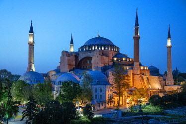 TUR1102AWRF Hagia Sophia (Aya Sofia) at sunset, Istanbul, Turkey. Blue hour