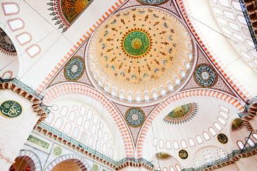 TUR1109AWRF Suleymaniye Mosque, interior details. Istanbul, Turkey