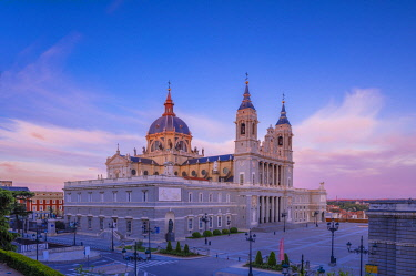 ES239RF Exterior of Almudena Cathedral, Madrid, Spain