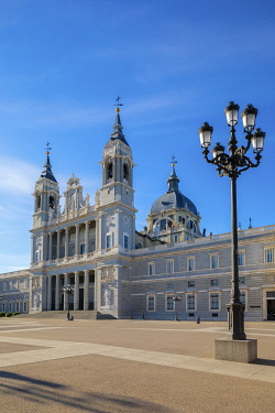 ES241RF Exterior of Almudena Cathedral, Madrid, Spain