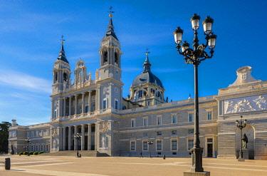ES242RF Exterior of Almudena Cathedral, Madrid, Spain