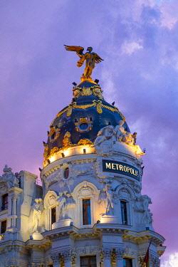 ES01185 Exterior of Metropolis Building at Dusk, Madrid, Spain