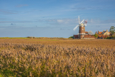 UK741RF UK, England, East Anglia, Norfolk, Cley, Cley Windmill