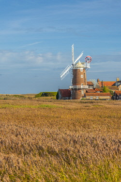 UK742RF UK, England, East Anglia, Norfolk, Cley, Cley Windmill
