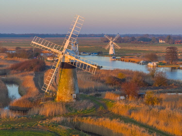 UK08511 UK, England, East Anglia, Norfolk, Norfolk Broads, Thurne, St Benet's Level Drainage Mill and Thurne Dyke Drainage Mill beyond