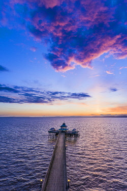 UK08535 United Kingdom, England, Somerset, Clevedon, Clevedon Victorian Pier at sunset