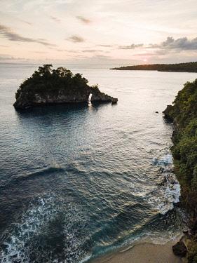 IDA0974AW Crystal Bay at Sunset, Nusa Penida, Bali, Indonesia