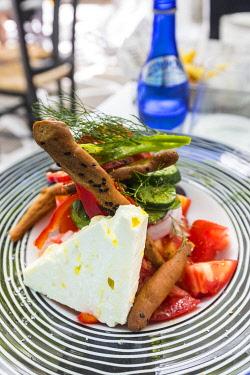 GR08342 Greek salad, Mykonos Town, Mykonos, Cyclade Islands, Greece
