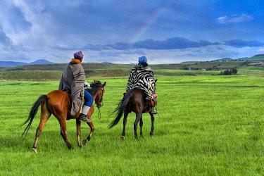 LES1209AW Lesotho, Maseru District, Semonkong,  local people on horseback (m)