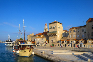 CR096RF Trogir Harbour, Trogir, Dalmatian Coast, Croatia, Europe
