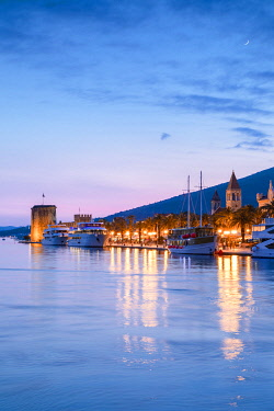 CR07304 Trogir Harbour at Night, Trogir, Dalmatian Coast, Croatia, Europe,