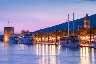 CR07310 Trogir Harbour at Night, Trogir, Dalmatian Coast, Croatia, Europe