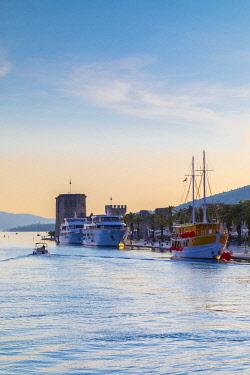 CR07320 Trogir Harbour, Trogir, Dalmatian Coast, Croatia, Europe