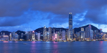CH12033AWRF Skyline of Hong Kong Island at dusk, Hong Kong, China