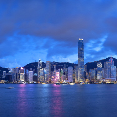 CH12034AWRF Skyline of Hong Kong Island at dusk, Hong Kong, China