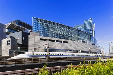 TPX69929 Japan, Honshu, Tokyo, Yurakucho, Shinkansen Bullet Train and Tokyo International Forum Building
