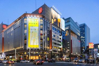 TPX69990 Japan, Honshu, Tokyo, Ginza, Ginza Yonchome Intersection, Mitsukoshi Department Store