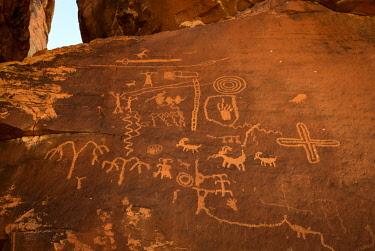 IBXVFW04880120 Indian petroglyphs of the Anasazi, Atlatl rock, Valley of Fire State Park, Nevada, USA, North America